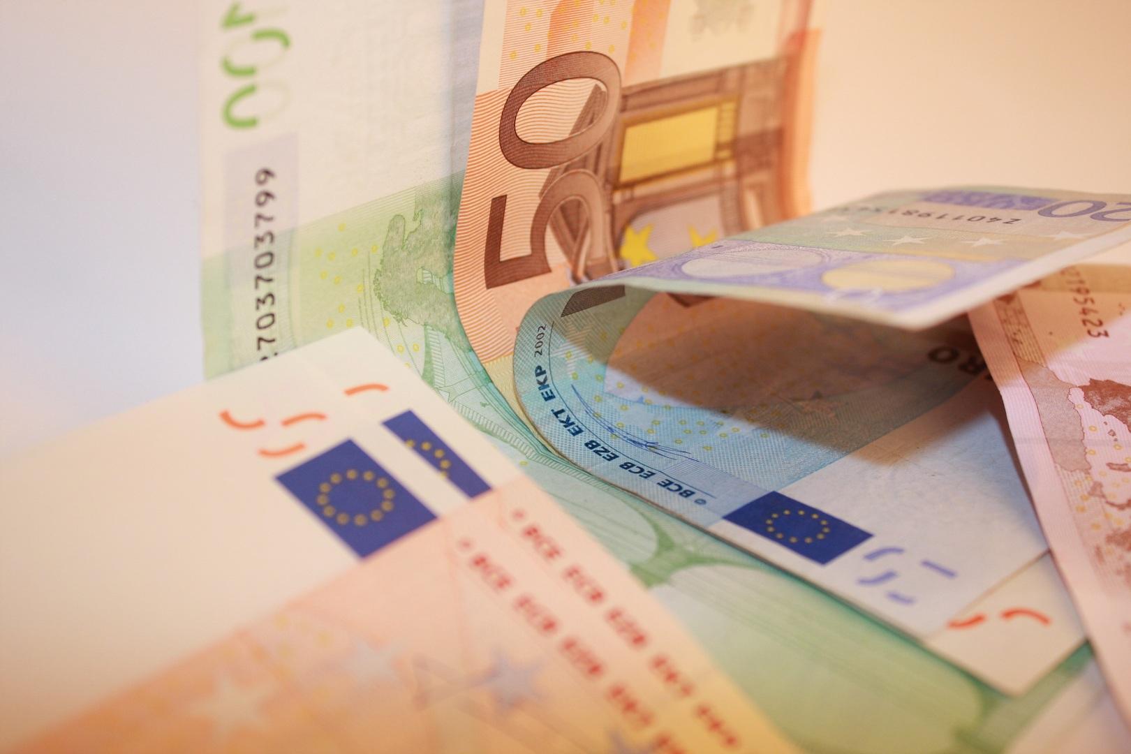 Il trasferimento del debito pregresso su altro rapporto con apertura di credito configura una compensazione non consentita.