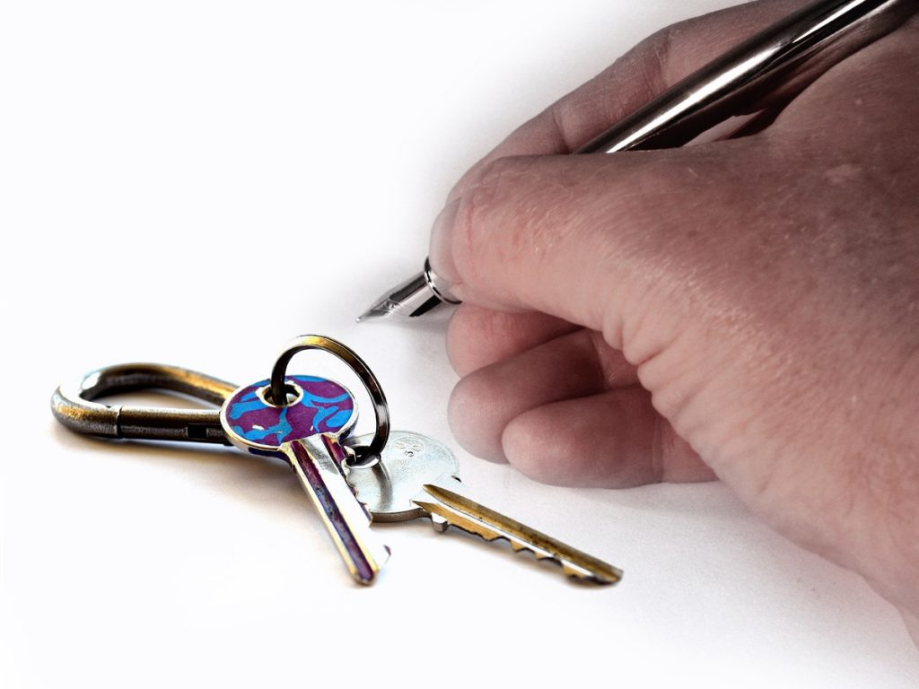 hand-chain-sign-finger-key-rental-1131829-pxhere.com (1)