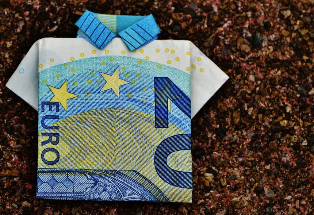 the_last_shirt_dollar_bill_20_euro_folded_gift_money_currency_euro-590385