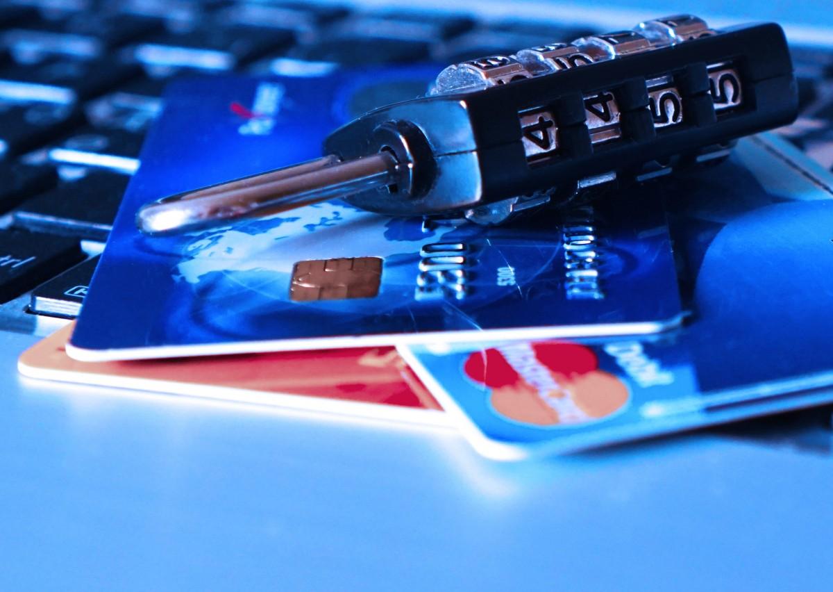 credit_card_bank_card_theft_charge_card_padlock_identity_thief_data-545991