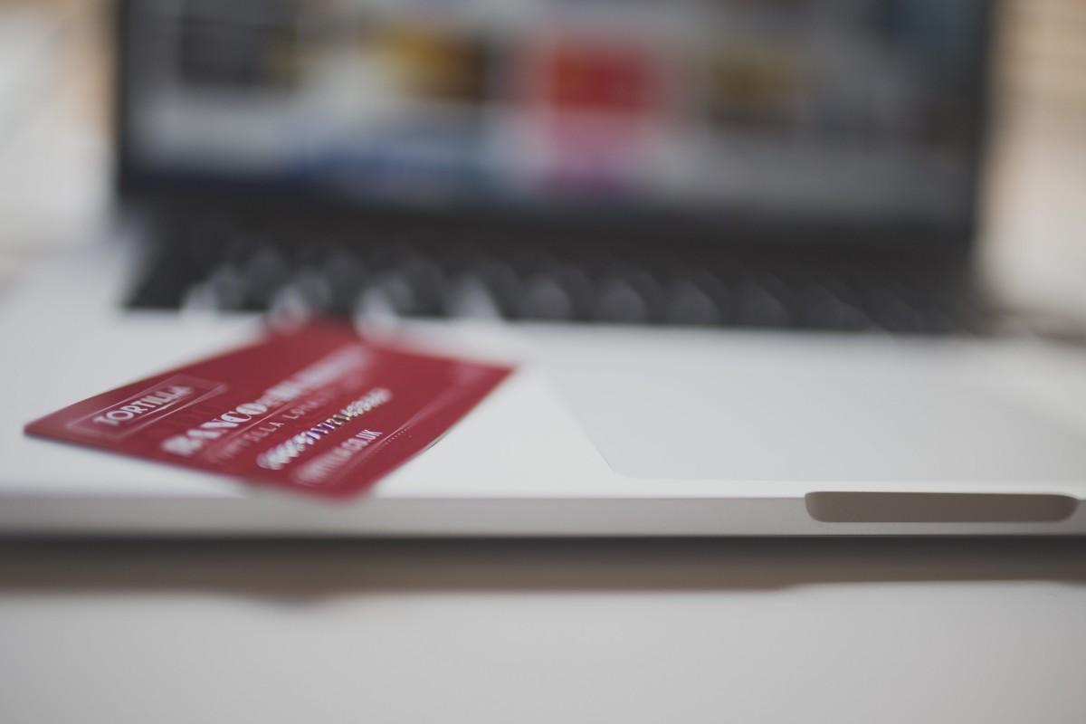 credit_card_payment_transaction_laptop_computer_technology-698614