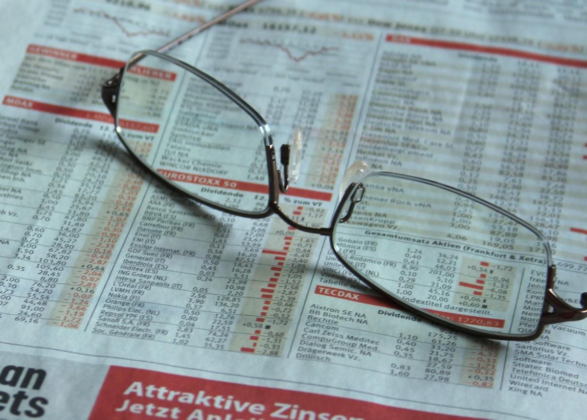 news_stock_newspaper_glasses_commerce_entrepreneur_insurance_finance-731047