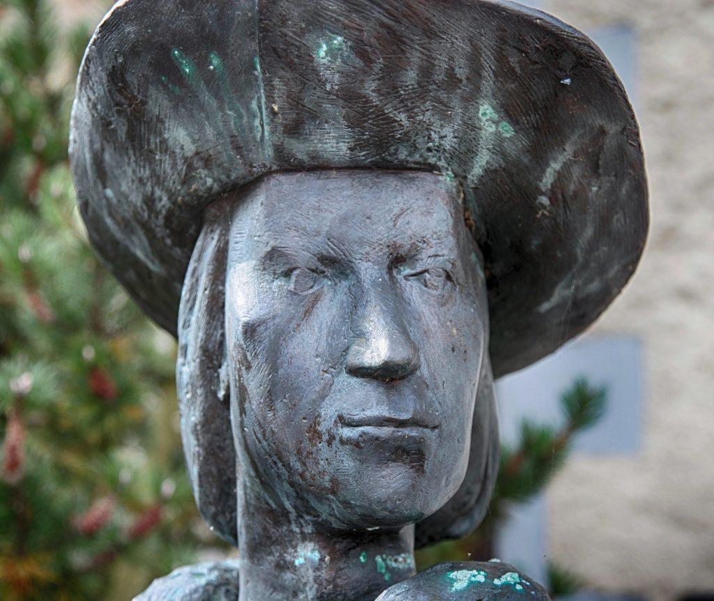 sculpture-2796136_1920
