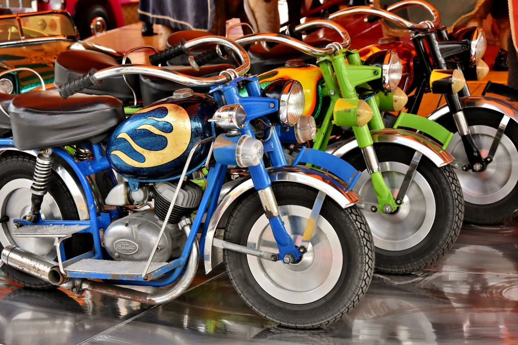 motorcycles-3321790_1920