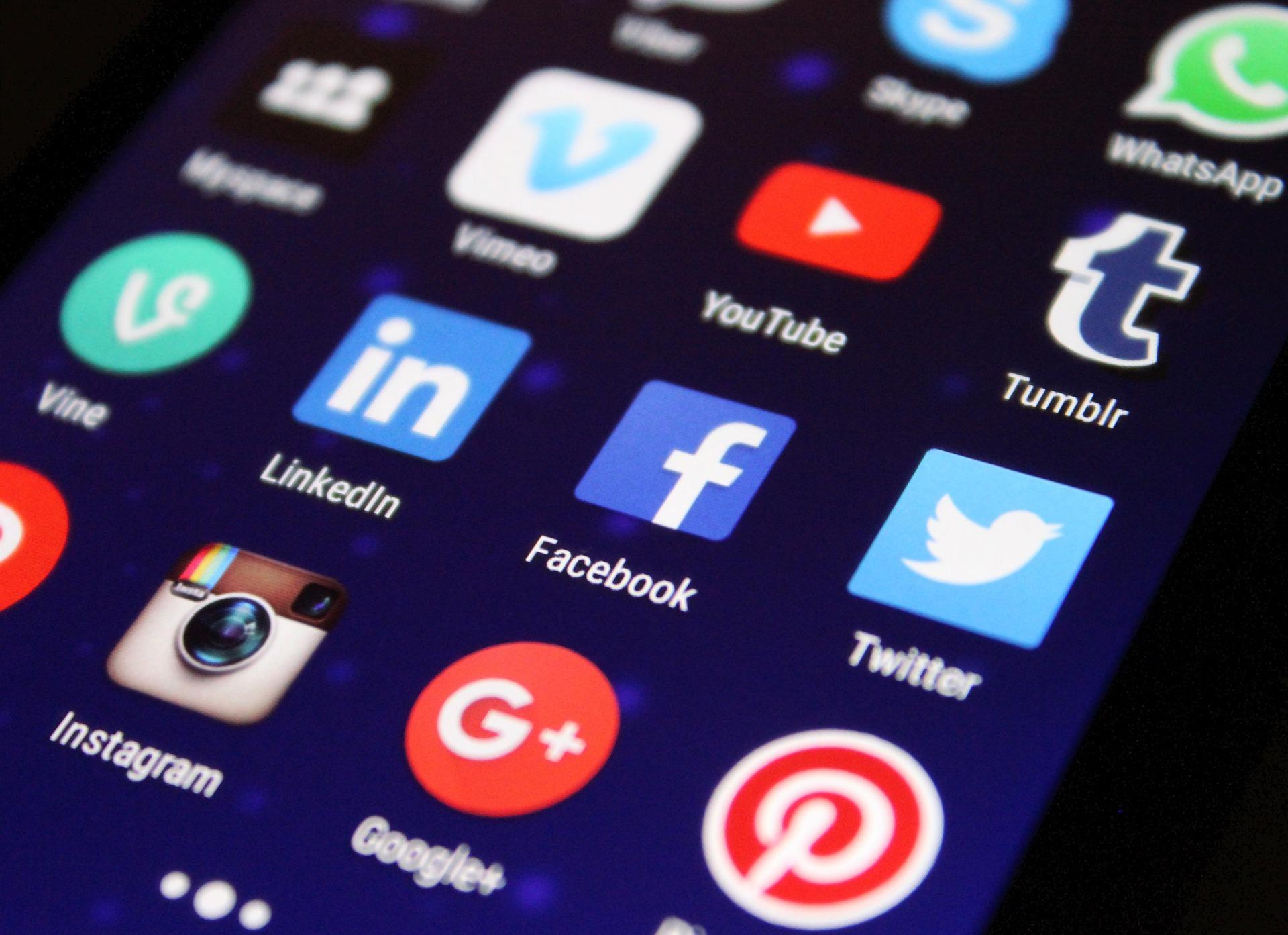 Corte di Cassazione – Le attività secondarie e l'uso dei social media da parte dei magistrati.