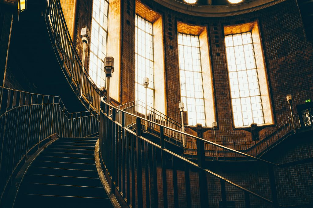 staircase-5001021_1920