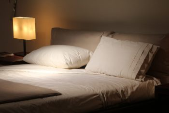 double-bed-1215004_1920