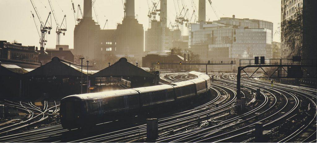 train-5638568_1920