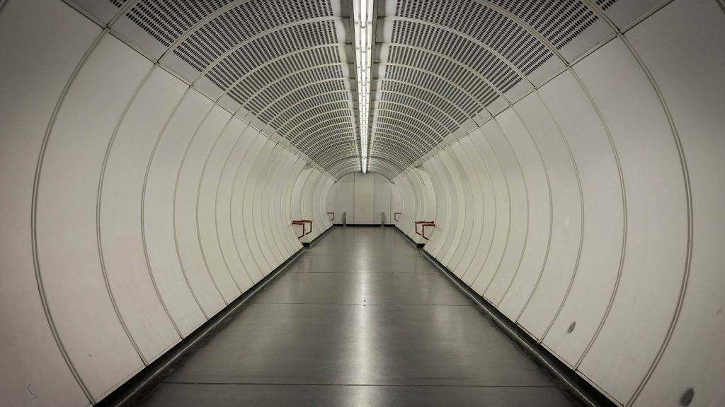 tunnel-400917_1280